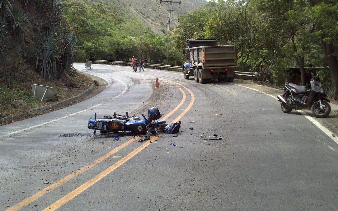 ¿Cuáles son las principales causas de accidente en motos?