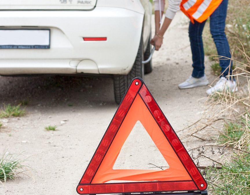 ¿Qué elementos de seguridad son obligatorios en un vehículo?